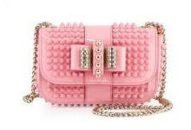 個性的なバッグ クリスチャン ルブタンコピー Christian Louboutin 可愛らしいピンクのバッグ