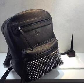 注目のアイテム Christian Louboutin leather backpack スタイリッシュなバッグ ソフトな質感のバッグ ブラック2016.