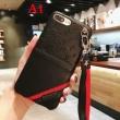 ヴィトン iphone ケース コピーLOUIS VUITTONレッドとブラックのストラップスマホケース高級感レザーアイフォンケース
