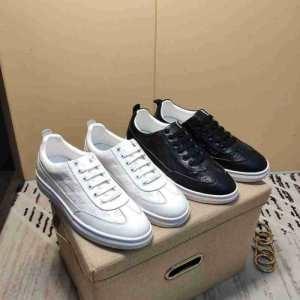 EMPORIO ARMANI アルマーニ スニーカー スポーティさ溢れた限定新作 メンズ コピー ブラック ホワイト ロゴ おしゃれ 完売必至